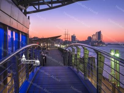 HAF-00016 - Hamburger Hafen - Landungsbrücken bei Sonnenaufgang mit Elbphilharmonie