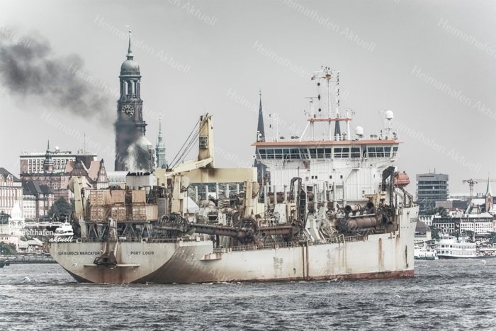 INR-00001 - Hamburger Hafen - GERARDUS MERCATOR Schlickbagger vor Hamburger Michel