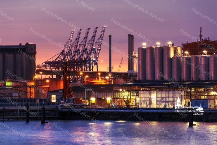 INR-00002 - Industrie & Retro - Hamburger Hafengiraffen und Industrie bei Nacht