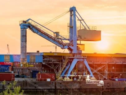 INR-00006 - Industrie & Retro - Hafen Arbeitskran im Einsatz
