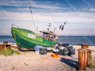 MAR-00003 - Maritimes - Fischerboot am Ostseestrand