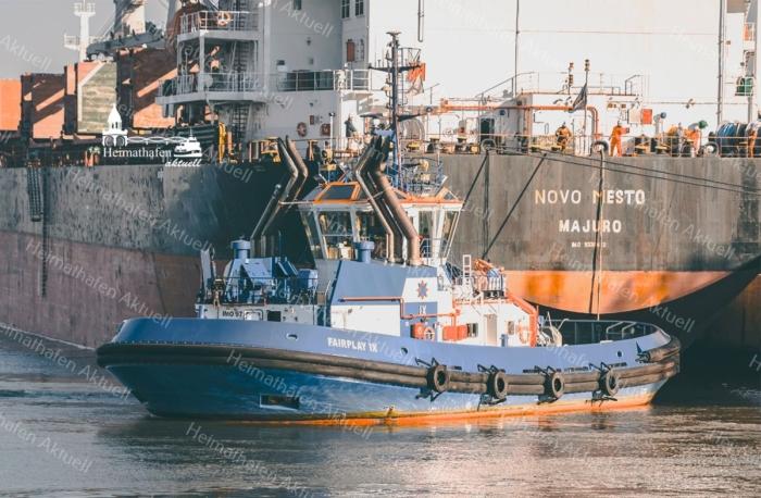 Hamburg Fotos - SHL-00010 Schlepper FAIRPLAY IX und Frachter NOVO MESTO