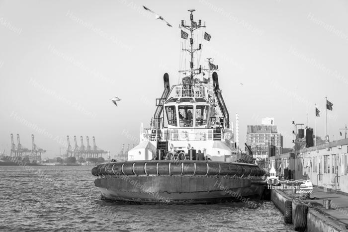 SUW-00010 - Schwarz Weiss - KOTUG SCHLEPPER im Hamburger Hafen