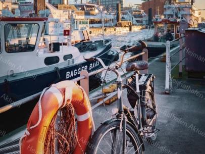 GER-00001-Elbphilharmonie und Fahrrad A3 gerahmt
