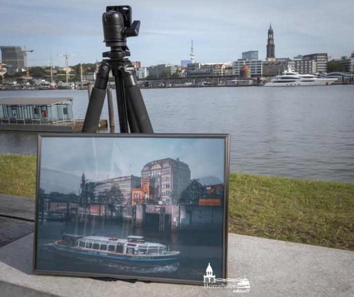 GER-00006-Barkasse im Hamburger Binnenhafen A3 gerahmt