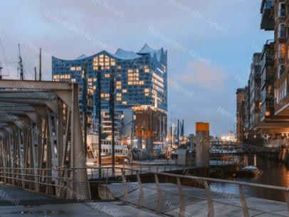 GER-00008 Elbphilharmonie Abends Traditionshafen HafenCity A3 gerahmt