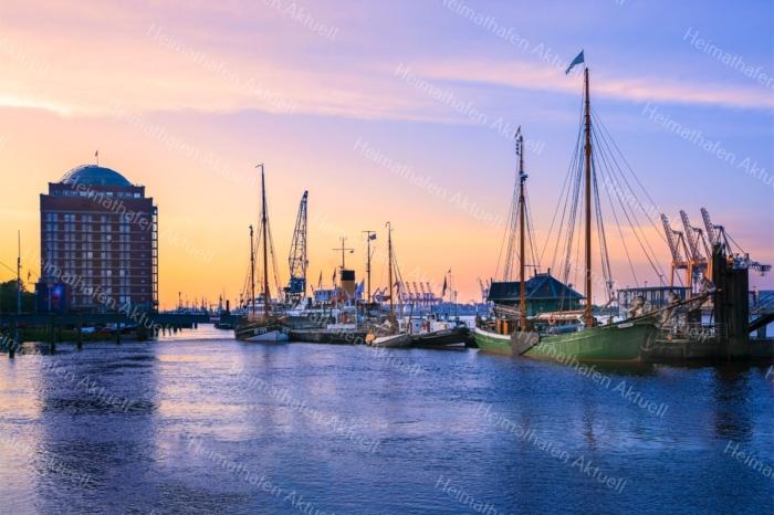 Hamburg Foto - HAF-00020 Museumshafen Övelgoenne im Sonnenaufgang