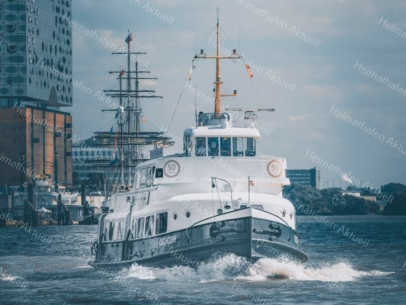 Hamburg Foto - HAF-00029 Fahrgastschiff KIRCHDORF an den Landungsbrücken