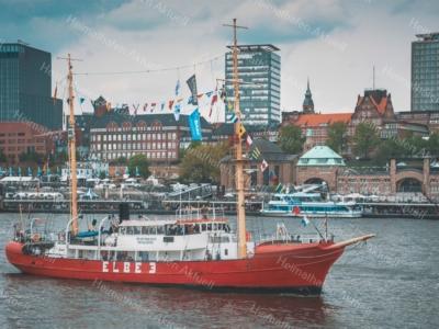 Hamburg Foto - HAF-00062 Feuerschiff ELBE 3 vor den Landungsbrücken
