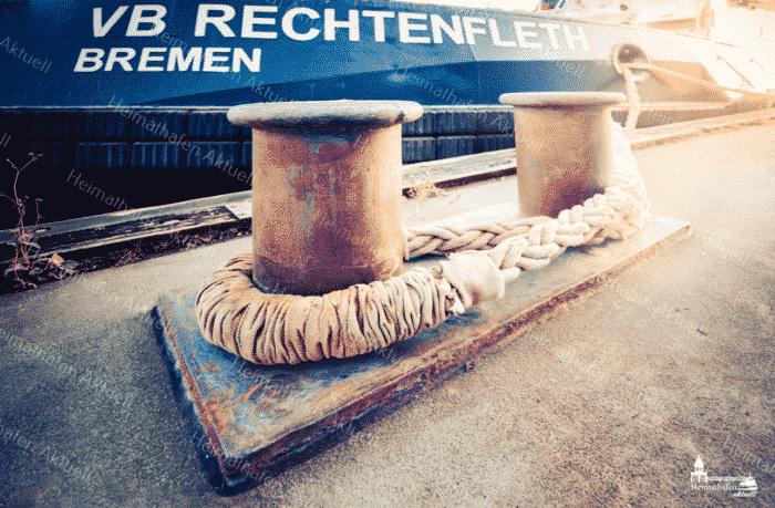 Hamburg Fotos, Bilder HAF-00094 Schlepper VB RECHENFLETH am Poller, Brücke 10 im Hamburger Hafen