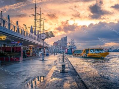 Hamburg Fotos u. Bilder - HAF-00104 Landungsbrücken Sonne Wolken Mix
