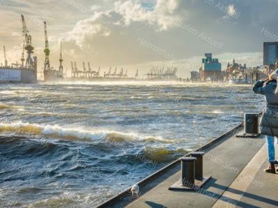 Hamburg Fotos u. Bilder - HAF-00108-Sturm-Landungsbrücken
