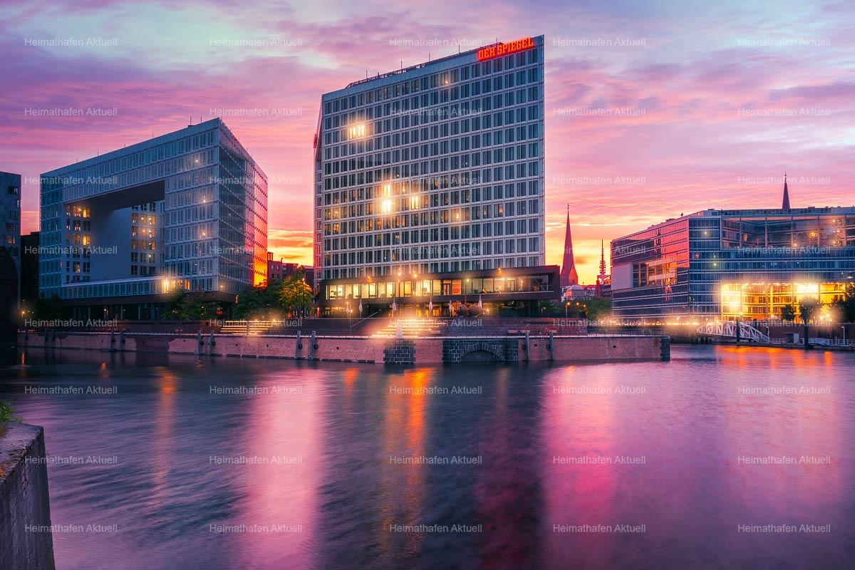 Hamburgbilder HAL-00036-Spiegelgebäude im Sonnenuntergang