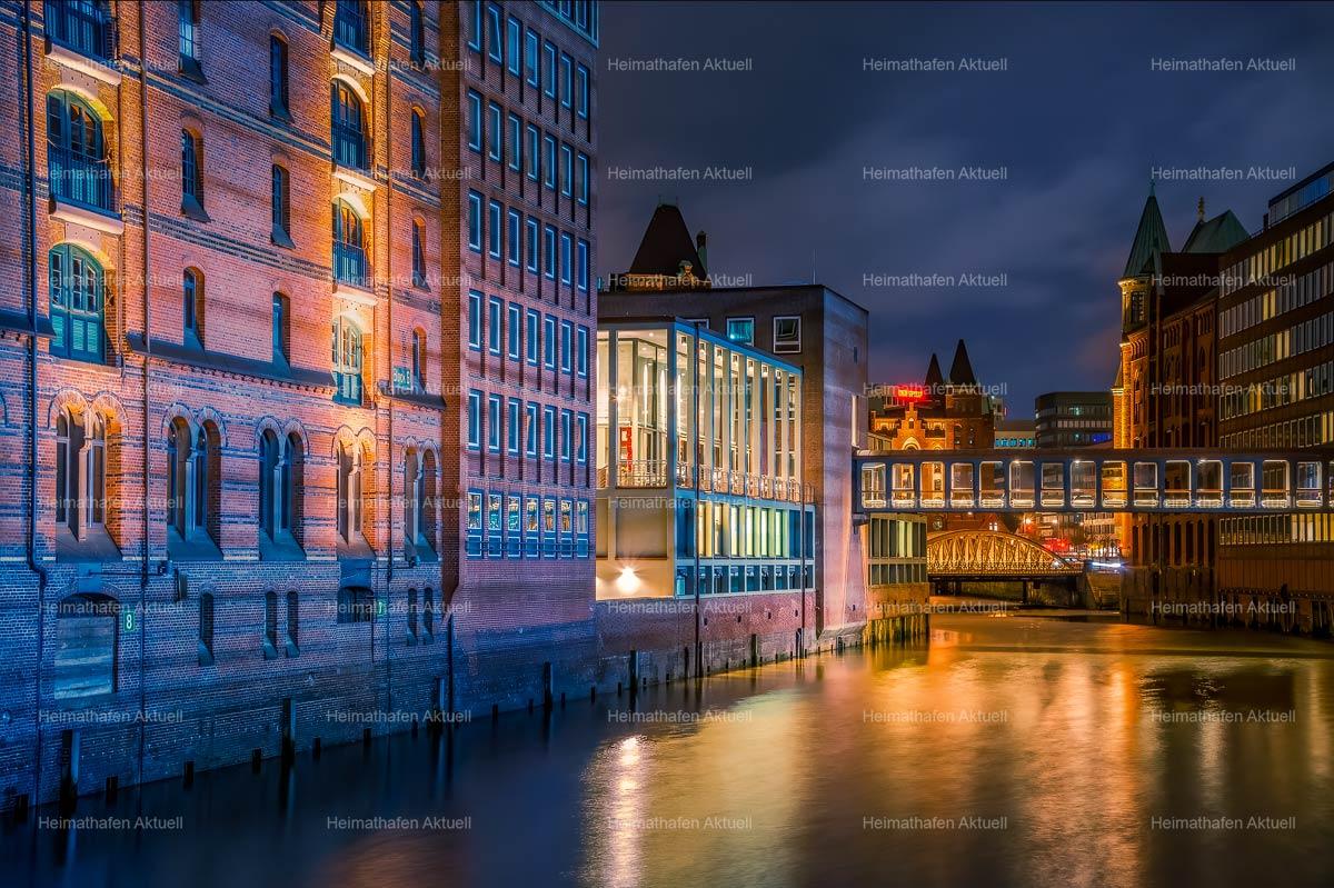 Hamburgbilder-HAL-00043-Speicherstadt bunt, bei Nacht