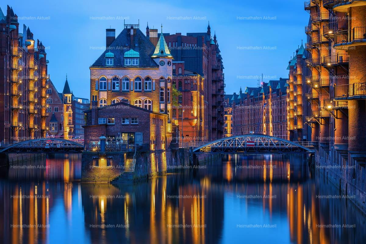 Hamburg im Großformat-GFO-00001-Wasserschloss blaue Stunde