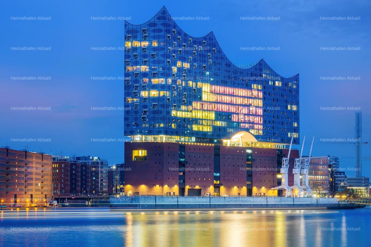 Hamburg Bilder Stadtansichten -HAL-00068-Schillernde Schönheit, die Elbphilharmonie zur blauen Stunde