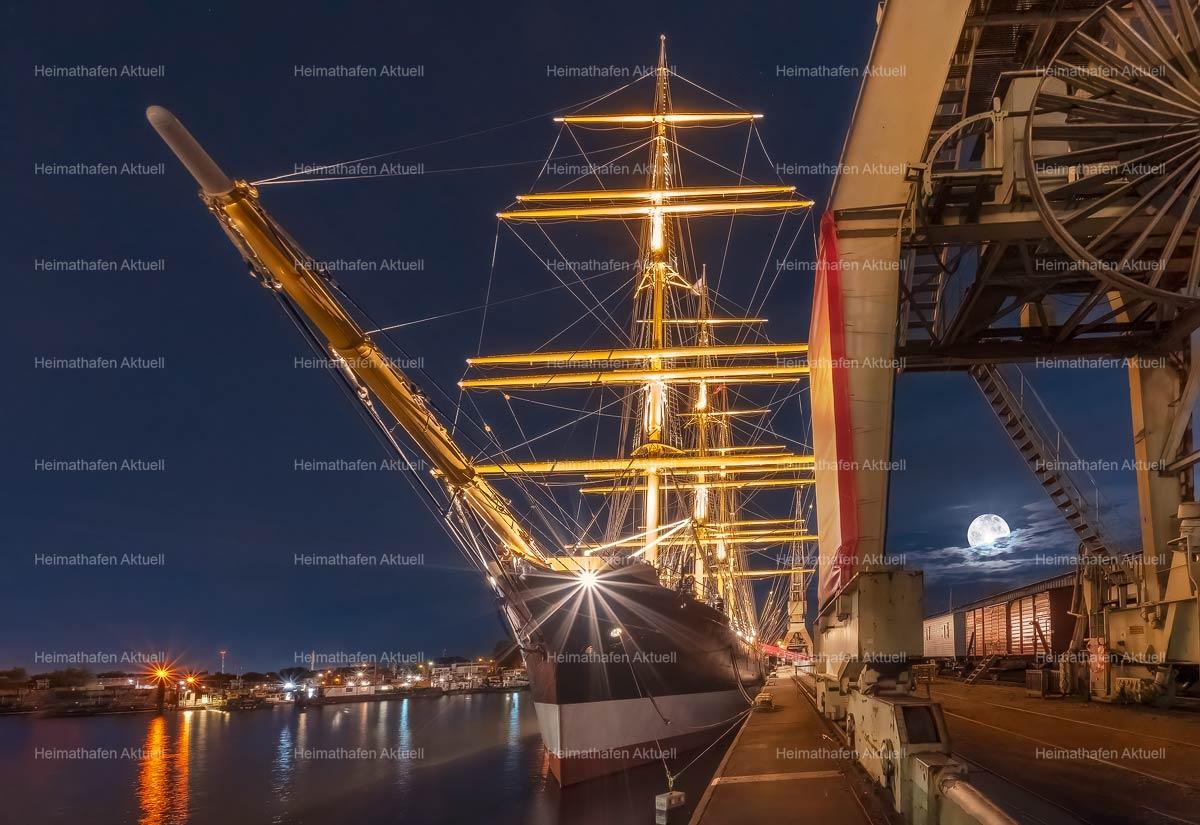 Hafenfotos-HAF-00203-Viermastbark-PEKING-bei-Vollmond