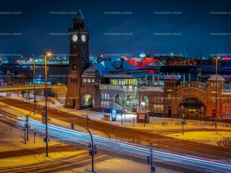 Hamburg-Foto-HAF-00186-Landungsbrücken-Pegelturm-Abend