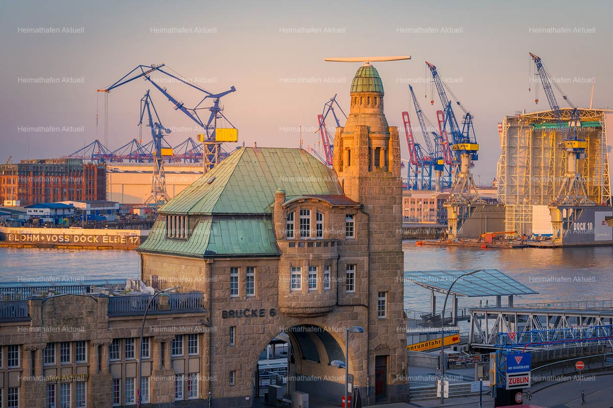Hamburg-Foto-HAF-00188-Pegelturm--Bruecke6-Landungsbruecken