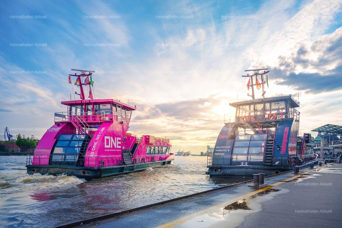 Hamburg Fotos und Bilder-HAF-00200-Hafenfähren-Landungsbrücken