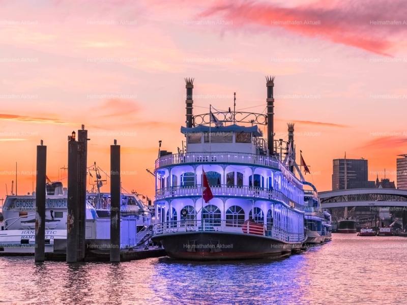 Hamburger Hafenfotos-HAF-00012-LOUISIANA-STAR-an-der-Überseebrücke