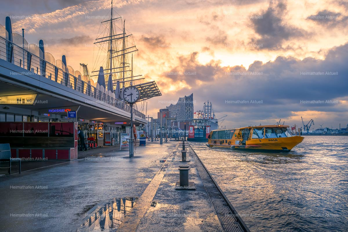 Hamburg-Foto-HAF-00104-Landungsbrücken Sonne Wolken Mix
