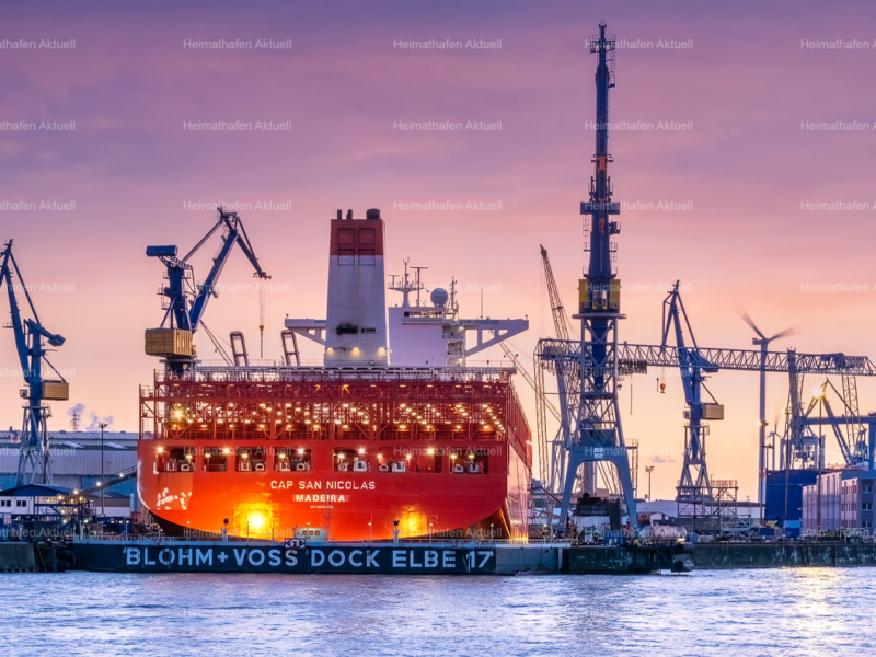 Hamburg Foto-HAF-00107- CAP SAN NICOLAS im Dock 17 bei Blohm+Voss